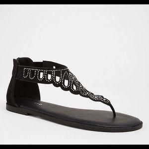 Torrid 11w sandals